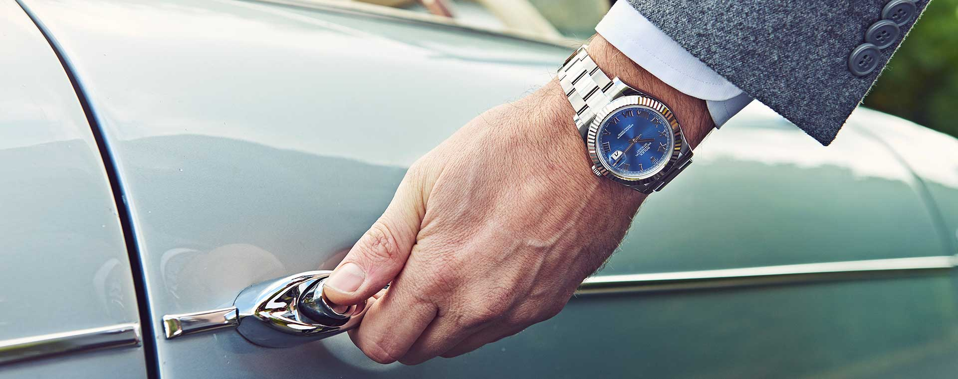 male-wearing-rolex-oyster-perpetual-mobile