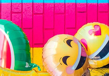 emoji-ballons-painted-wall
